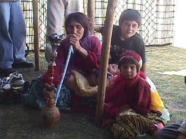 Q woman with pipe and kids